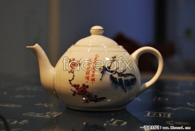 Antique ceramic teapot high definition pictures