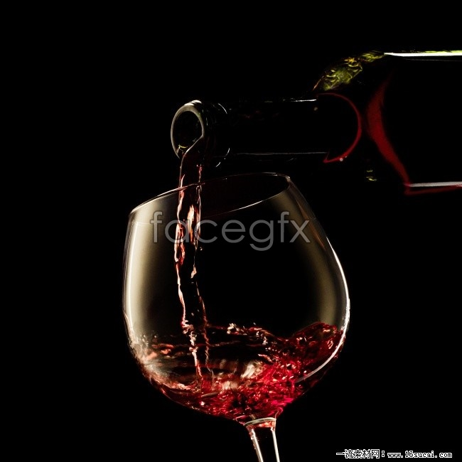 Pour red wine HD picture