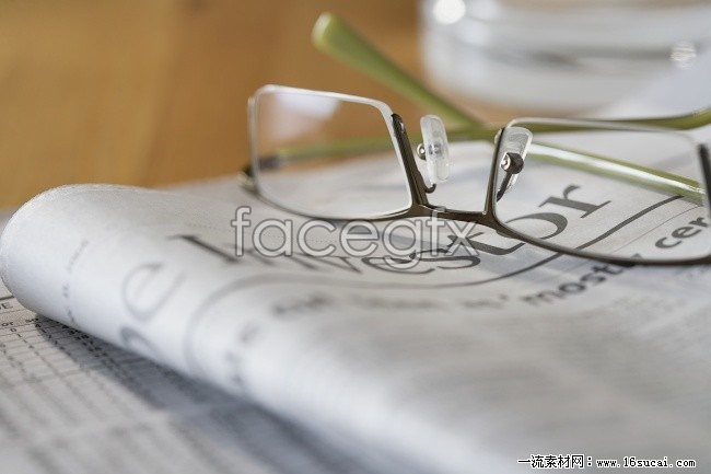 HD reading glasses newspaper pictures
