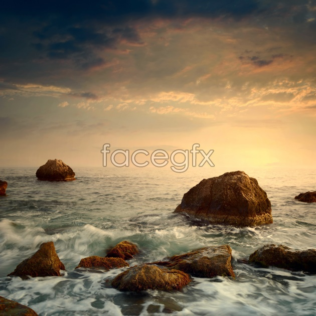 HD pictures of rocks by the sea