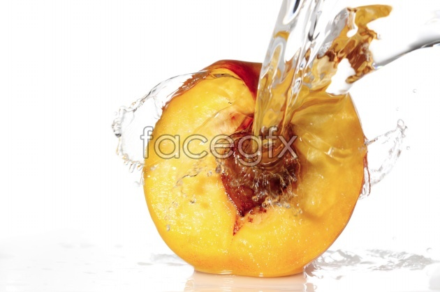HD peaches in water pictures
