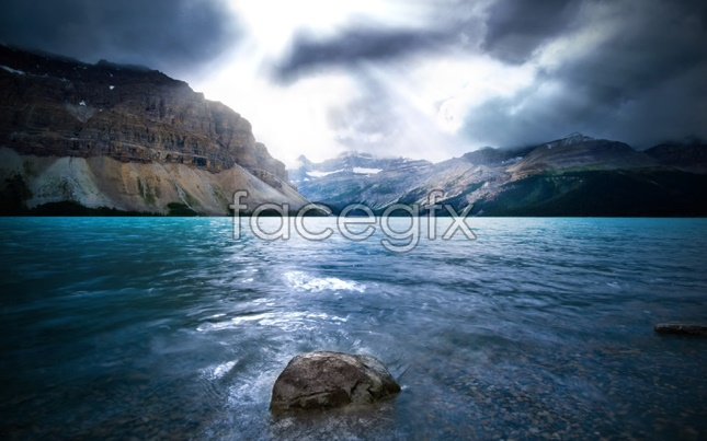 Lakes and mountains landscapes pictures