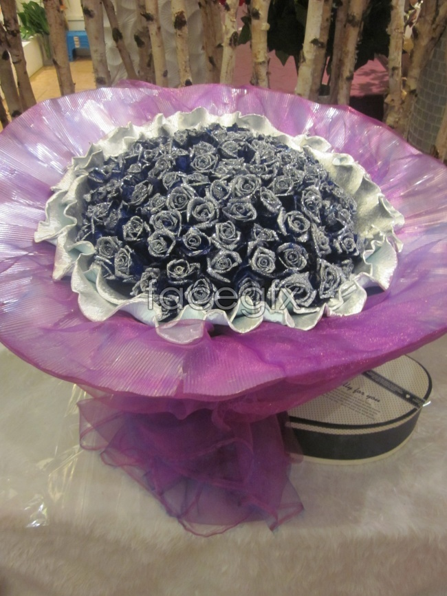 Purple rose bouquet Valentine flowers