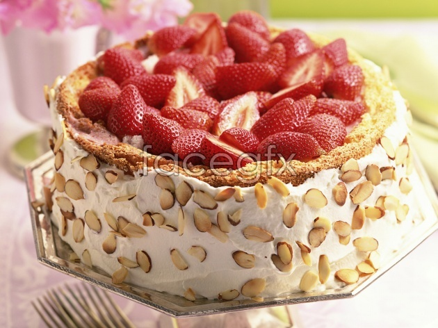 Strawberry cake pictures in HD