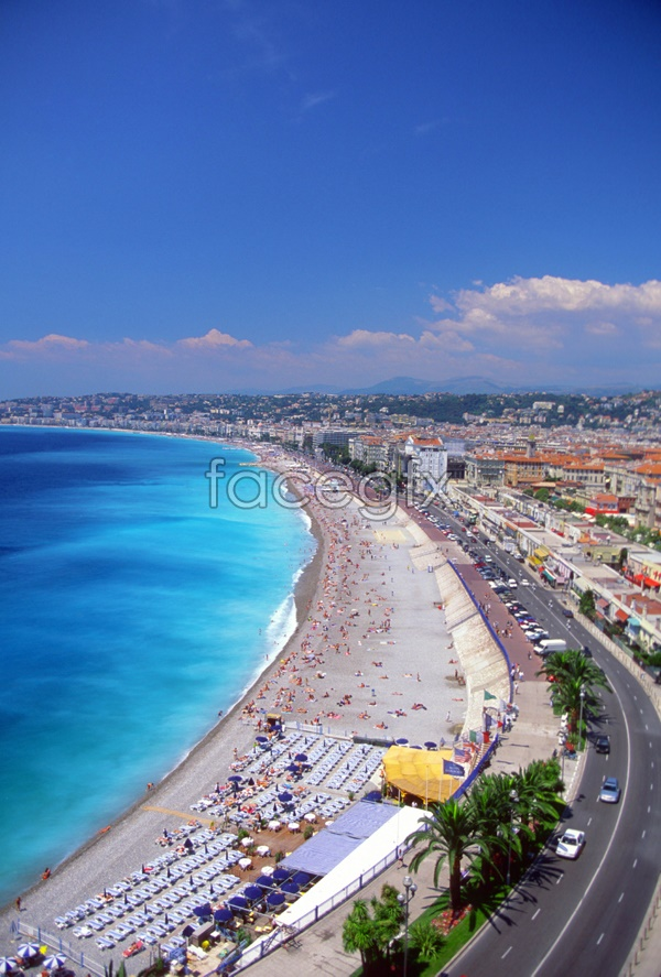 City by the sea scenery picture