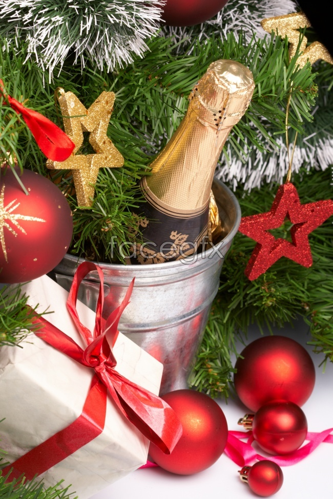 Champagne for Christmas decoration balls presents high definition pictures